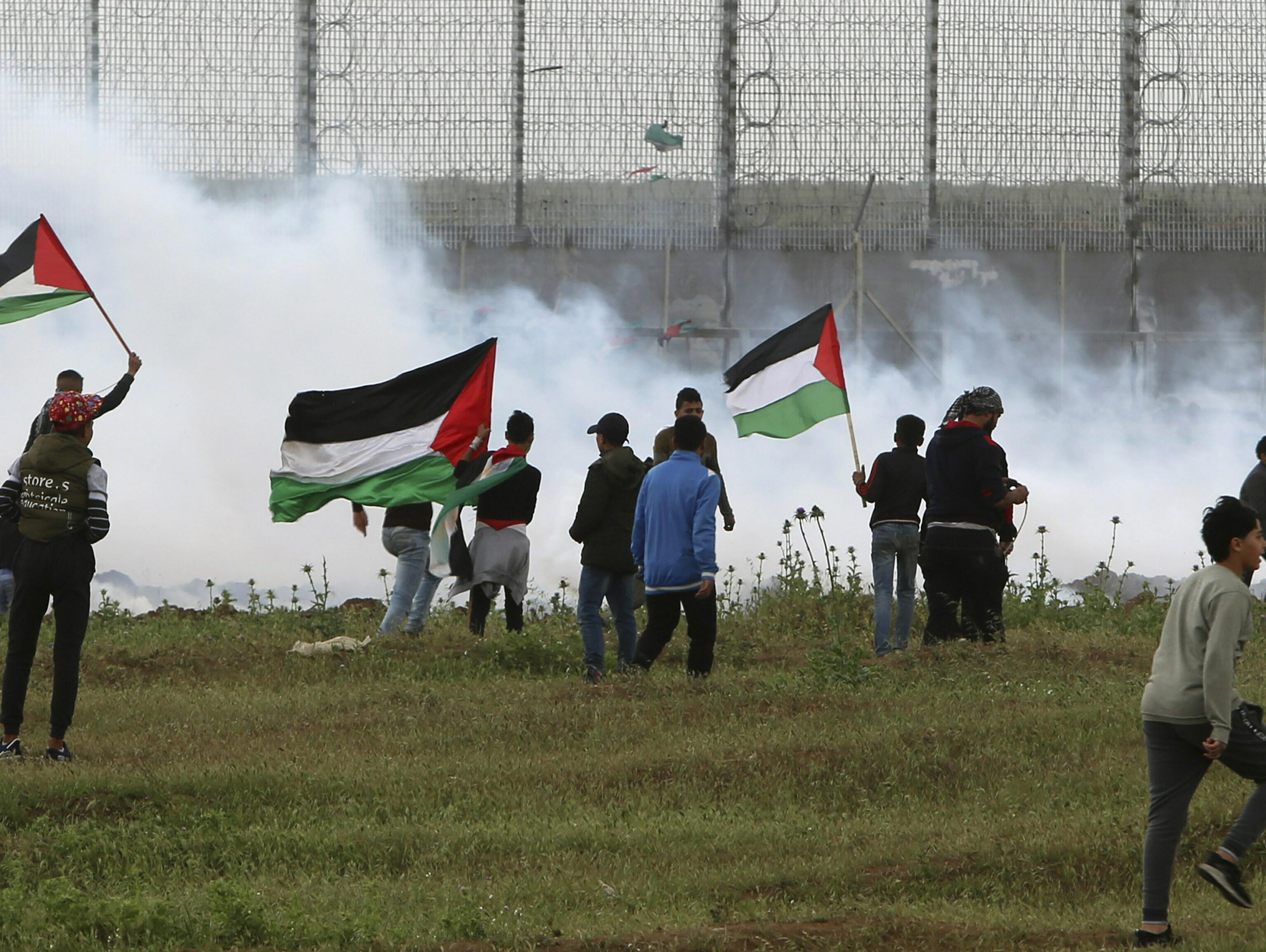 הפלסטינים: נער בן 15 נורה למוות בעימותים בגבול רצועת עזה
