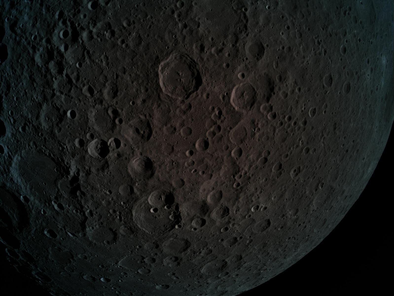 שישה ימים לנחיתה: החללית בראשית צילמה תמונות מרהיבות של הירח