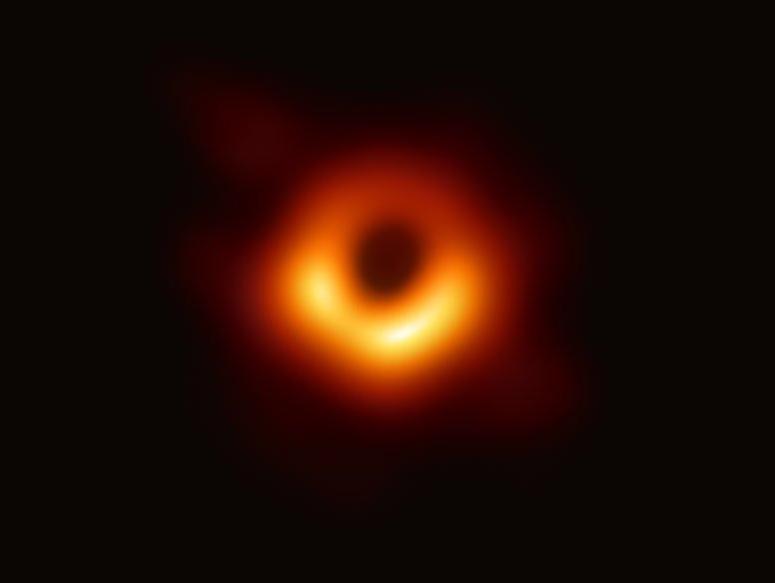 תיעוד ראשון: מדענים חשפו צילום של חור שחור בחלל