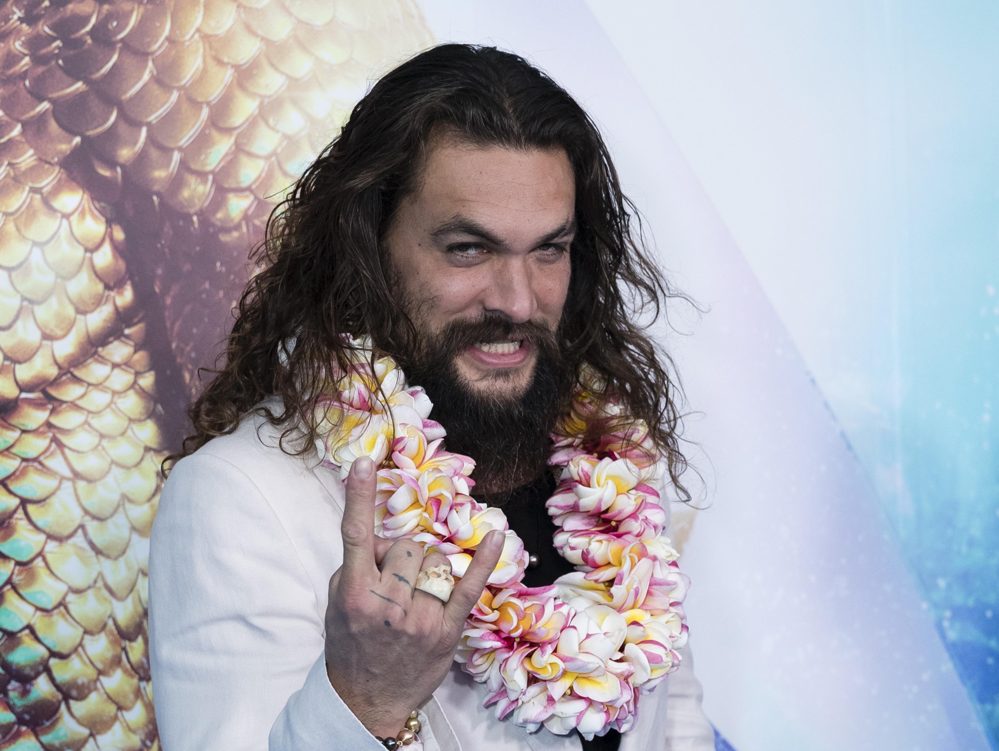 מחקר מצא: לגברים מזוקנים עם שיער ארוך יש אשכים קטנים