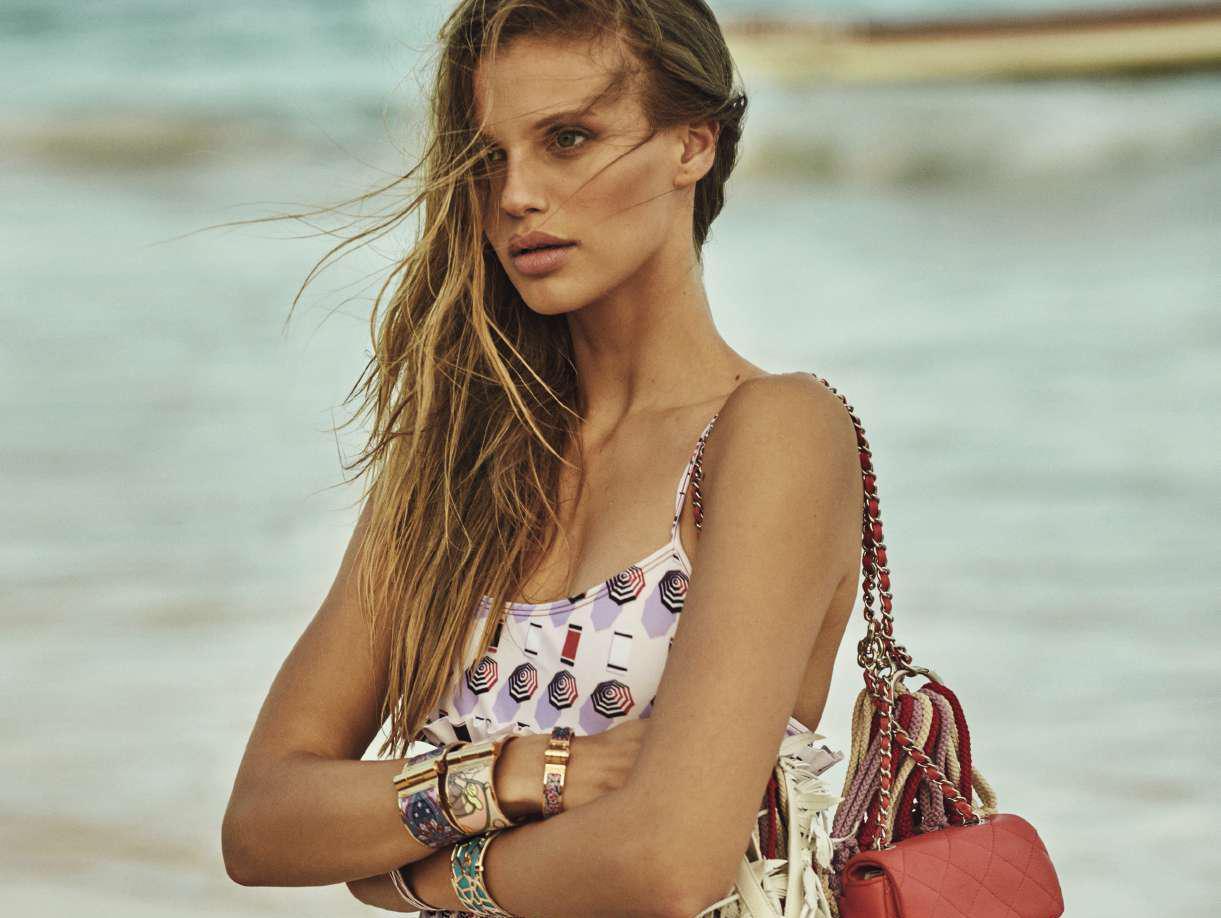 עושה חשק לחופשה: ניבר מדר בהפקת אופנה ל-Elle ספרד