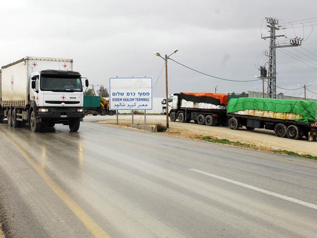 בגלל המכה לתקציב הרשות? פקידי חמאס הוצבו במעבר כרם שלום