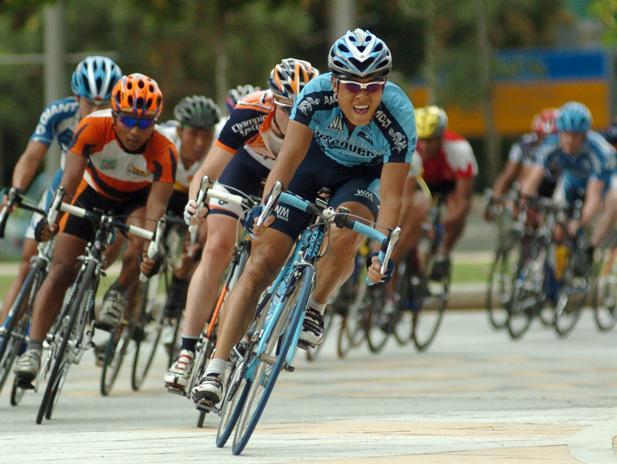 בסכנה מתמדת: רוכבי האופניים המקצועיים מתחככים במוות