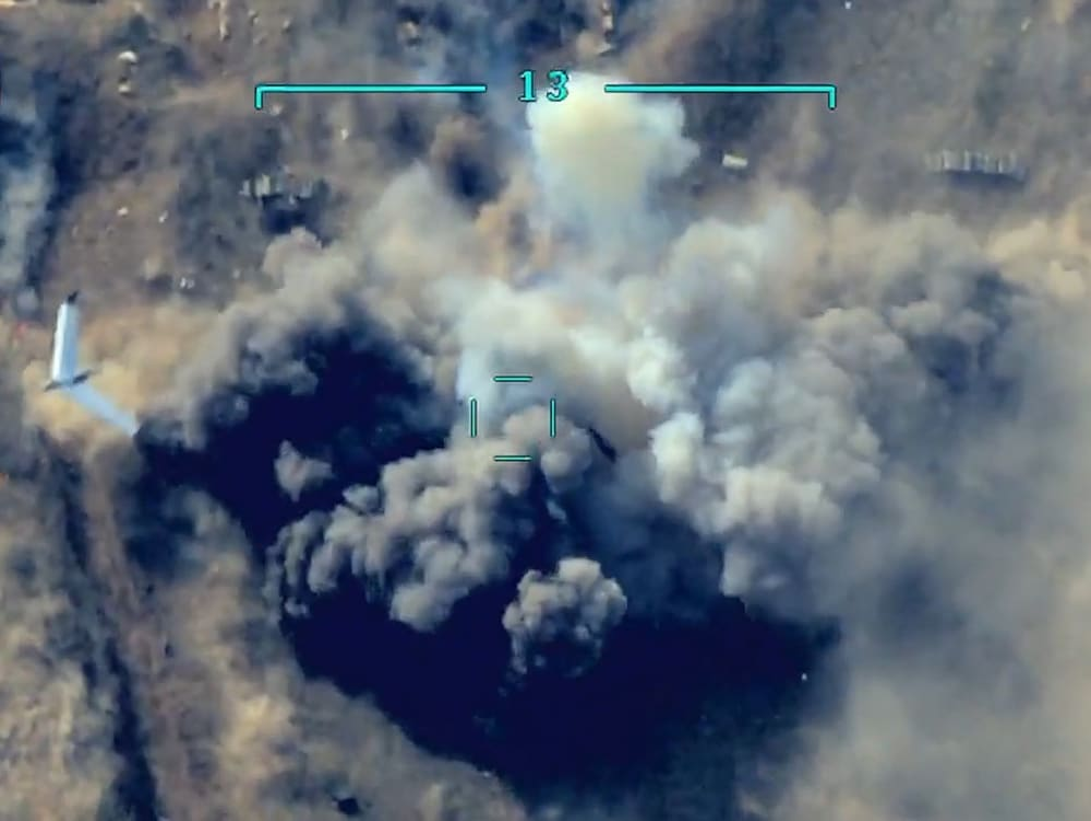 """מל""""ט ישראלי חולף לאחר הפצצה של צבא ארמניה בקרבות נגד אזרבייג'ן בנגורנו-קרבאך, 1 באוקטובר 2020"""