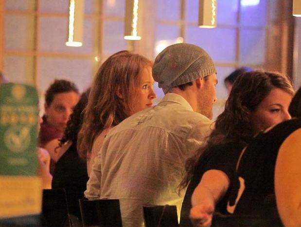מדהים פפראצי - ג'יימס ון דר ביק ואשתו קימברלי ברוק במסעדה בישראל - וואלה SK-11