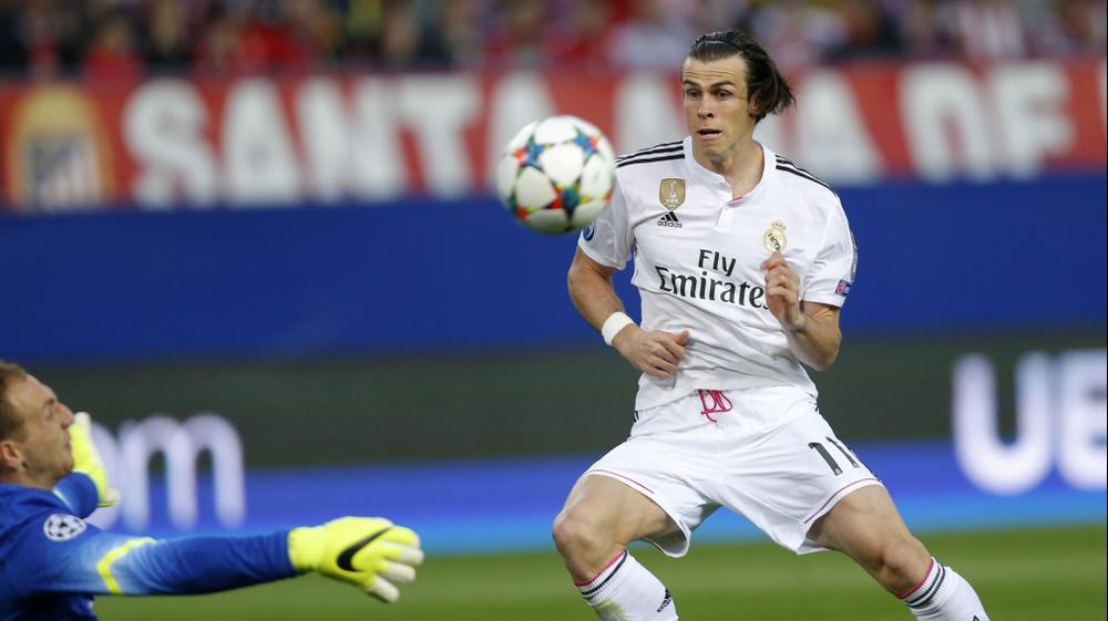 גארת' בייל שחקן ריאל מדריד מחמיץ מול יאן אובלק שוער אתלטיקו מדריד. AP