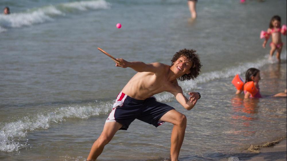 מזג אוויר שרבי בחוף הים בתל אביב, 7 באוגוסט 2015. יותם רונן