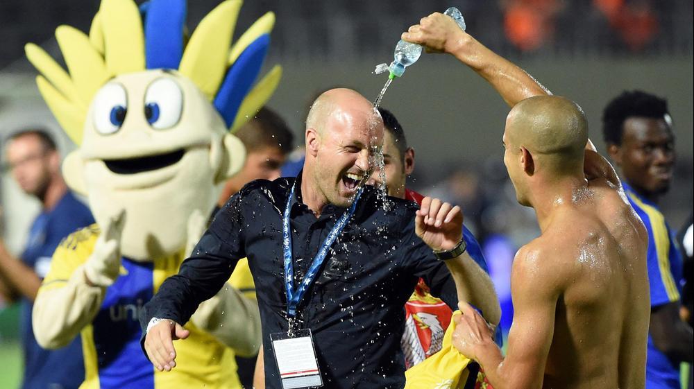 ג'ורדי קרויף מנהל ספורטיבי מכבי תל אביב (שמאל) עם טל בן חיים. ברני ארדוב