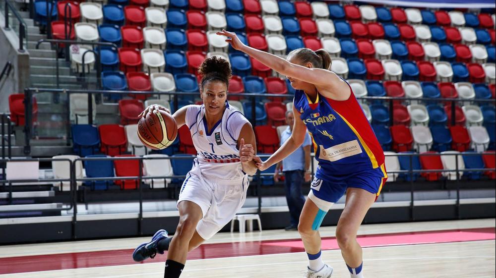 אלישיה קלארק נבחרת ישראל בכדורסל נשים מול רומניה. מגד גוזני
