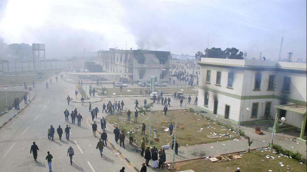 מפגינים נגד שליט לוב מועמר קדאפי בבנגאזי, 21 בפברואר 2011. AP