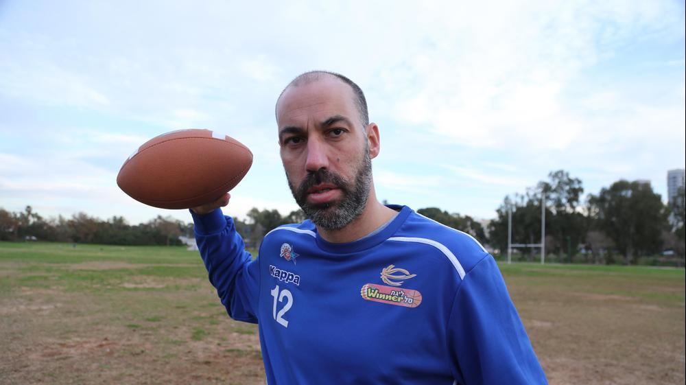 מאיר טפירו משחק פוטבול. קובי אליהו