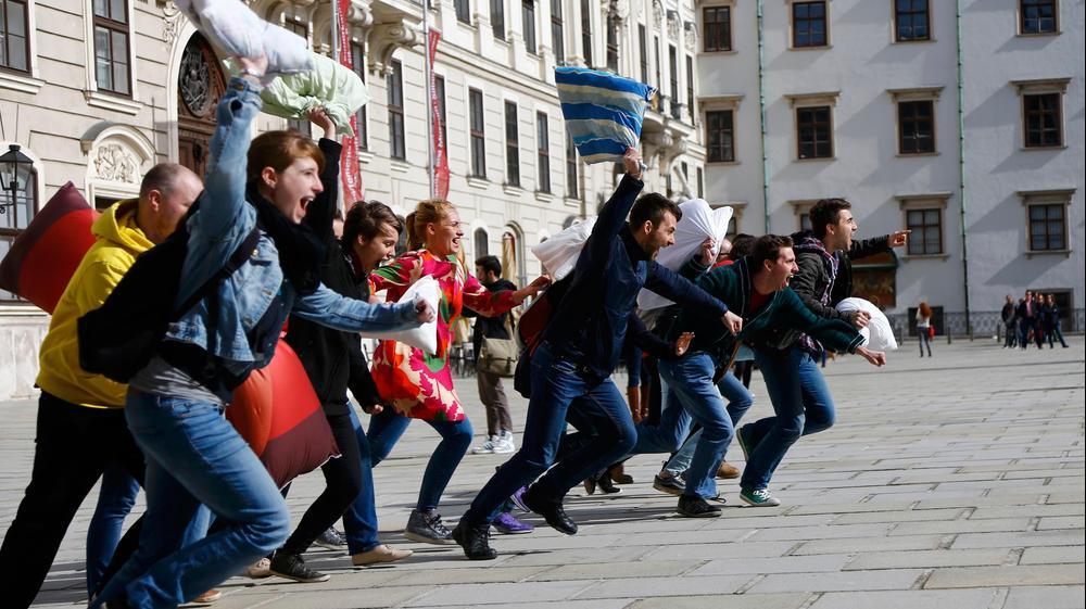 """""""יום מלחמת הכריות"""" השנתי בווינה, אוסטריה, 2 באפריל 2016. רויטרס"""