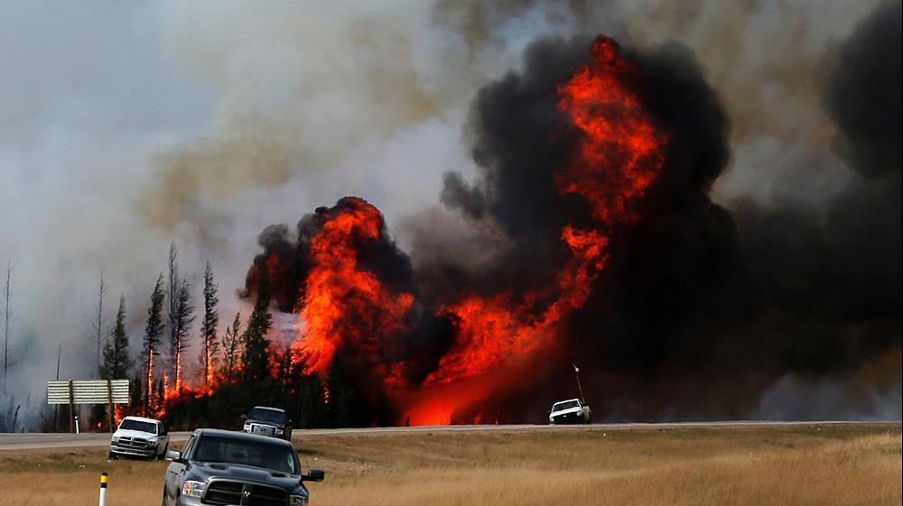 שריפת ענק בעיר פורט מקמרי, אלברטה, קנדה, 7 במאי 2016. רויטרס