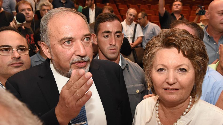 ליברמן אביגדור ואשתו – אלה ליברמן  באוניברסיטת אריאל. ראובן קסטרו