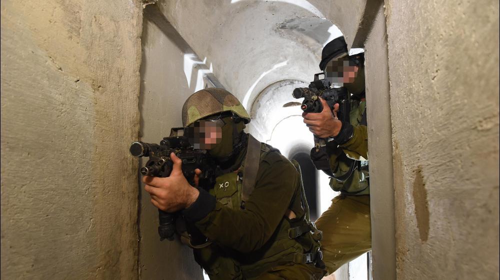 """תרגיל של לוחמי יחידת יהל""""ם מחיל ההנדסה הקרבית המתאמנים על איתור ונטרול מנהרות. ראובן קסטרו"""