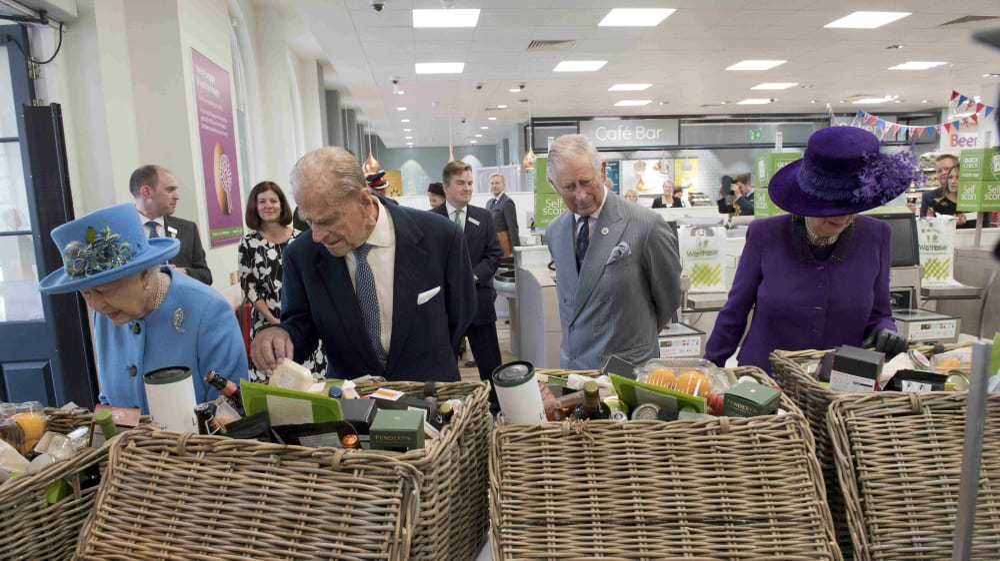 המלכה אליזבת בביקור בפאונדברי, בריטניה, 29 באוקטובר 2016. רויטרס