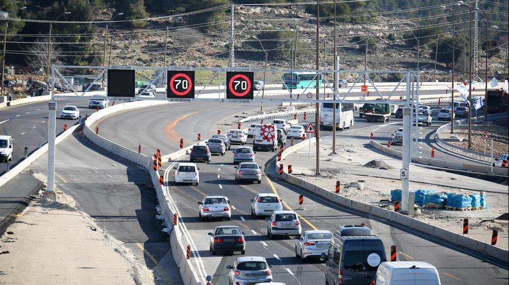 פקק תנועה בכביש 1 בדרך לירושלים. 22 בינואר 2017. נועם מושקוביץ