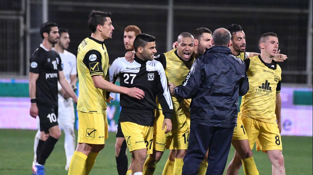 """שחקני בית""""ר ירושלים חוגגים עלייה לחצי גמר גביע המדינה"""