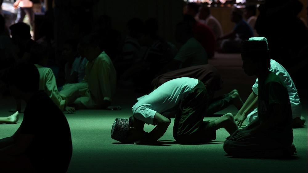 תפילה במסגד המוזהב יום לפני רמדאן, מנילה, הפיליפינים, 26 במאי 2017. רויטרס