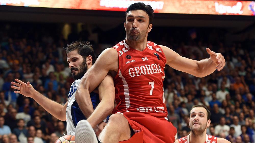 זאזה פאצ'וליה, נבחרת גאורגיה, מול עומרי כספי, נבחרת ישראל. ברני ארדוב