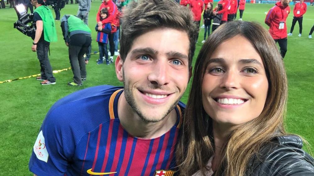 סרג'י רוברטו, ברצלונה, חוגג עם בת זוגו קורל סימנוביץ'. חשבון הטוויטר של סרג'י רוברטו,