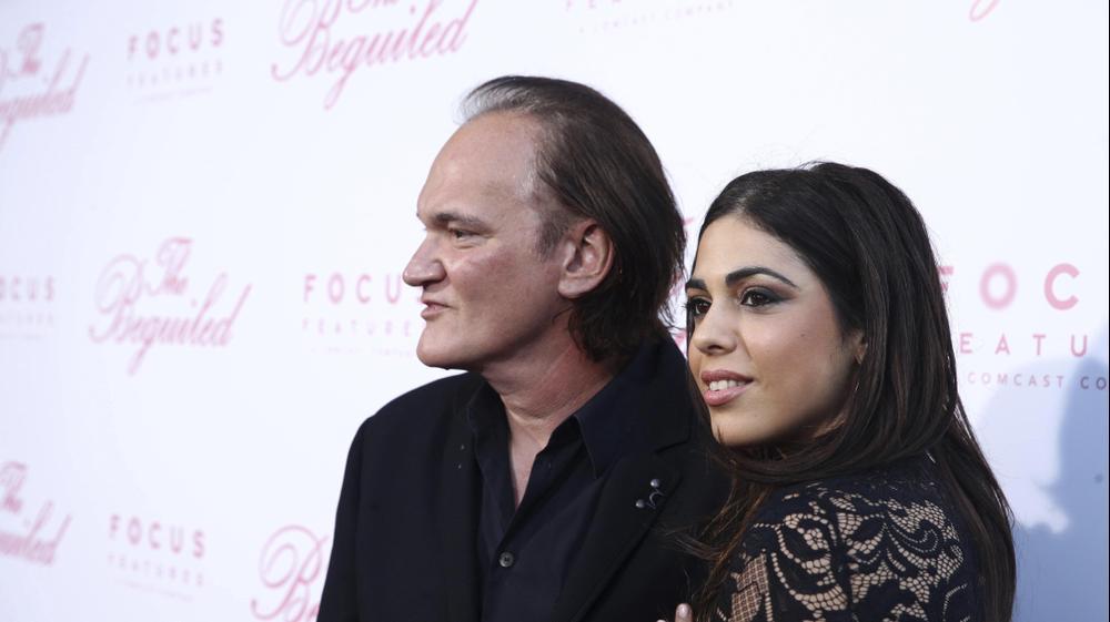 דניאלה פיק (ימין) קוונטין טרנטינו (שמאל) באירוע בלוס אנג'לס, יוני 2017. AP
