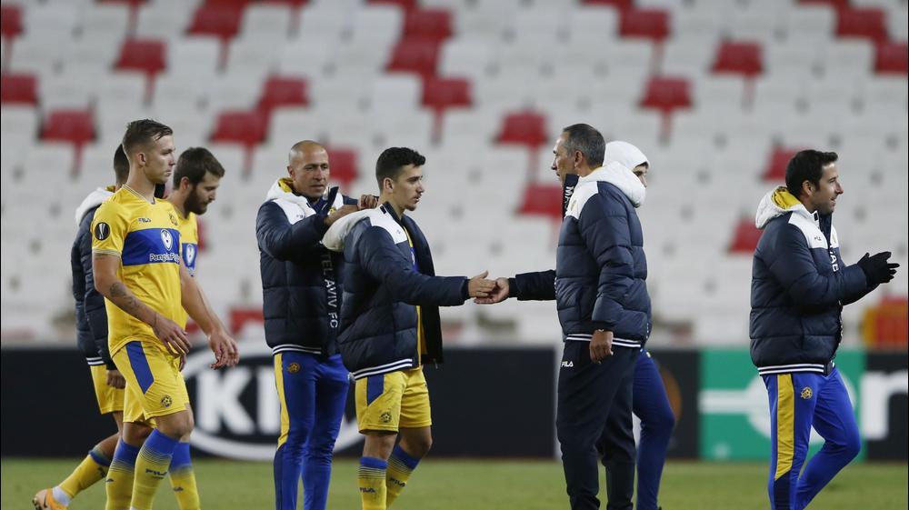 גאורגיוס דוניס מאמן מכבי תל אביב עם דן ביטון