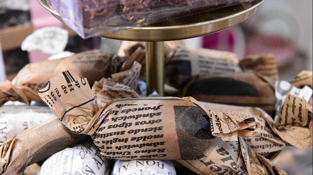 """חנות """"ממתקים של פעם"""", הרצליה. ראובן קסטרו"""