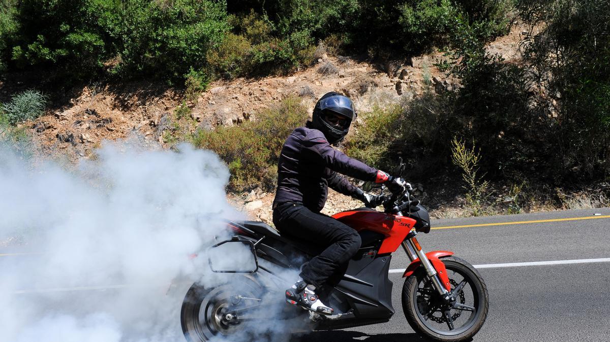 מאוד זירו SR הוא אופנוע חשמלי חזק ומהנה. הרכישה יקרה, התחזוקה זולה JQ-89