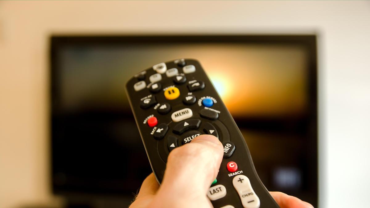 עדכני שלא יעבדו עליכם: כל מה שצריך לדעת לפני שקונים טלוויזיה חדשה YT-19