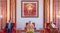 יועצו וחתנו של נשיא ארצות הברית דונלד טראמפ, ג'ארד קושנר, בפגישה עם מלך בחריין חמד בן עיסא אל-חליפה. 01 בספטמבר 2020