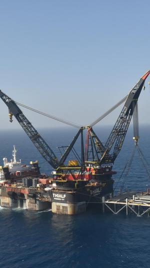"""ראש הממשלה בנימין נתניהו ושר האנרגיה יובל שטייניץ ישתתפו באירוע לרגל הגעת החלק התחתון של אסדת הגז """"לווייתן"""", 31 בינואר 2019. ניב אהרונסון"""