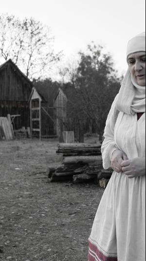 אישה בלבוש מסורתי מבלארוס
