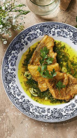 """פילה דג ברמונטי מטוגן על חמאת לימון. יח""""צ, יח""""צ"""