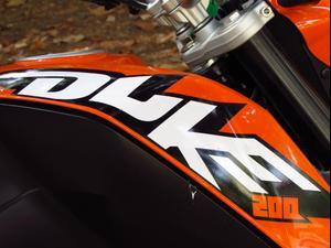 מדהים אופנוע הצעירים של KTM , דיוק 200 מהנה, חסכוני אבל יקר - וואלה! רכב ZS-72