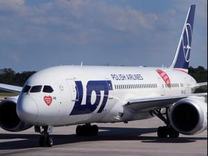 מטוס דרימליינר 787 לוט