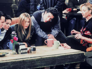 הקאסט של חברים מצויר בקפה. Latte Artist - Michael Breach,