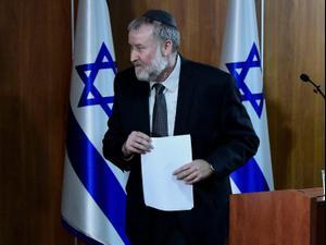 היועץ המשפטי לממשלה אביחי מנדלבליט מודיע על כתב אישום נגד ראש הממשלה בנימין נתניהו