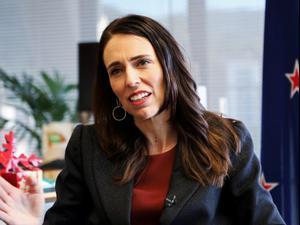"""רה""""מ ניו זילנד: מיגרנו את הקורונה, נסיר את כל המגבלות"""