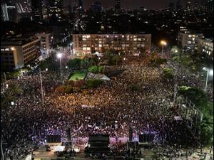 מחאת העצמאים בכיכר רבין, 11 ביולי 2020 (צילום : ראובן קסטרו)