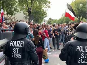 מתנגדי מגבלות הקורונה הסתערו על הפרלמנט בגרמניה 30.8.20