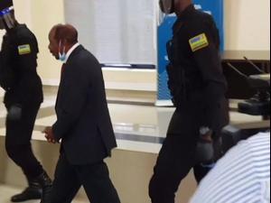 """גיבור """"מלון רואנדה"""" פול רוזסבגינה נעצר ע""""י השלטונות באשמת טרור 05.09.20"""