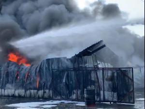שריפה פרצה בחצר מפעל שמן בעכו; צירי תנועה נחסמו 27.09.20