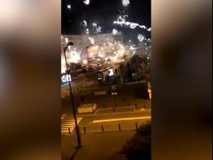 עשרות צעירים הסתערו במוטות ברזל ובזיקוקים על תחנת משטרה בפרברי פריז  11.10.20