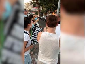 מפגינים מותקפים בשכונת בת גלים, חיפה 19.10.20