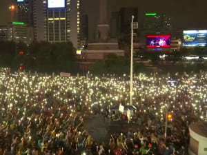 למרות מצב החירום: אלפי מפגינים בבנגקוק דורשים את החלפת השלטון והגבלת כוח הארמון 19.10.20