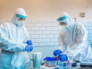 עובדי כללית לוקחים בדיקות קורונה, מודיעין עילית. 22 בספטמבר 2020