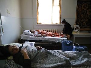 חולי נגיף הקורונה שוכבים במרפאה למחלות זיהומיות באזור הבדלני בנגורנו קרבאך, 20 באוקטובר 2020