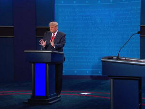"""ארה""""ב: המועמדים לנשיאות ביידן וטראמפ נפגשו לעימות אחרון לפני הבחירות"""
