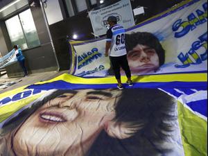 מפגן תמיכה בכדורגלן העבר דייגו מראדונה בבית החולים